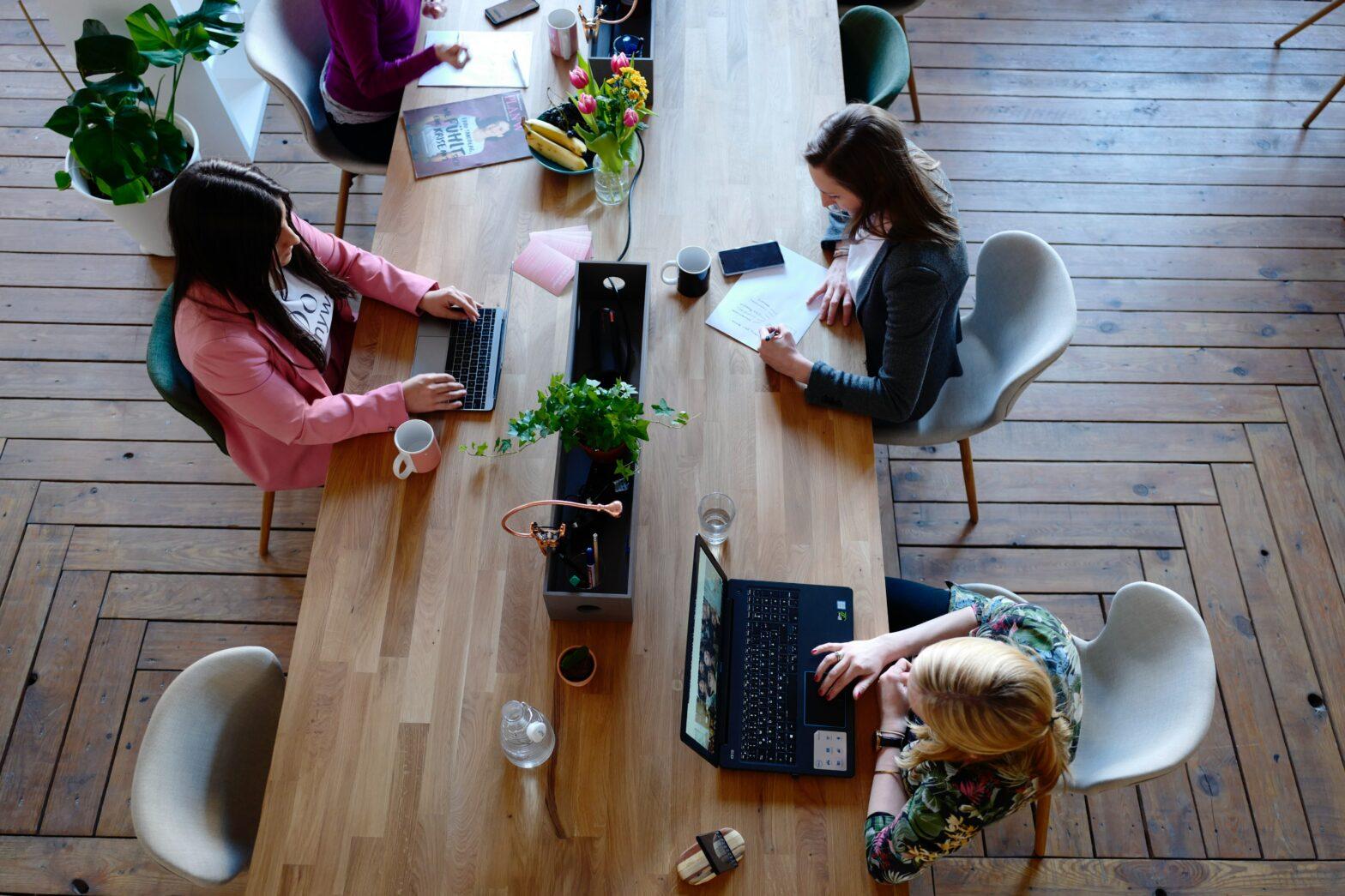 Suorahaku rekrytointi voidaan koostaa niin hiljaisesta kuin myös perinteisestä, avoimesta rekrytoinnista.